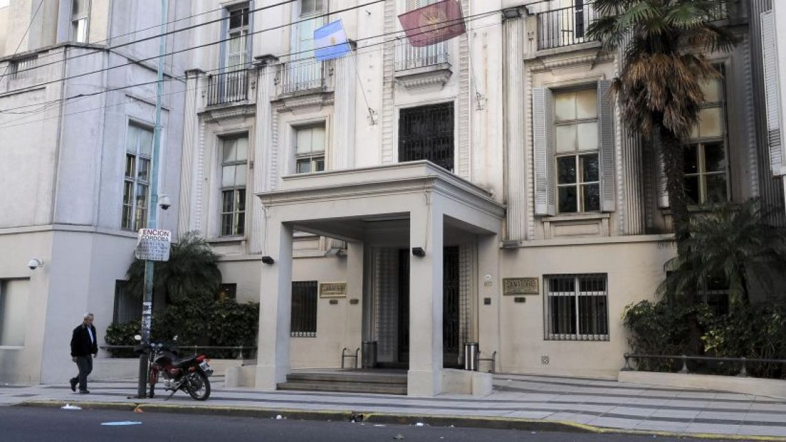 An 81-year-old woman died on Wednesday in the sanitorio Otamendi Miroli in the City of Buenos Aires.