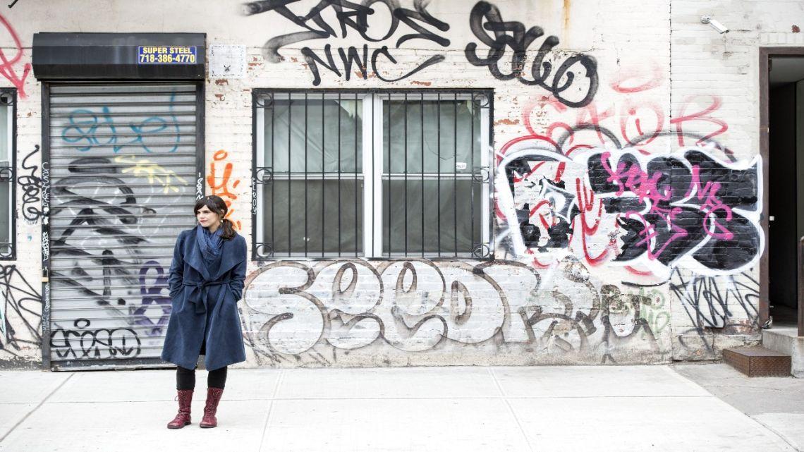 Valeria Luiselli en Nueva York, adonde vive. | Foto:Diego Berruecos