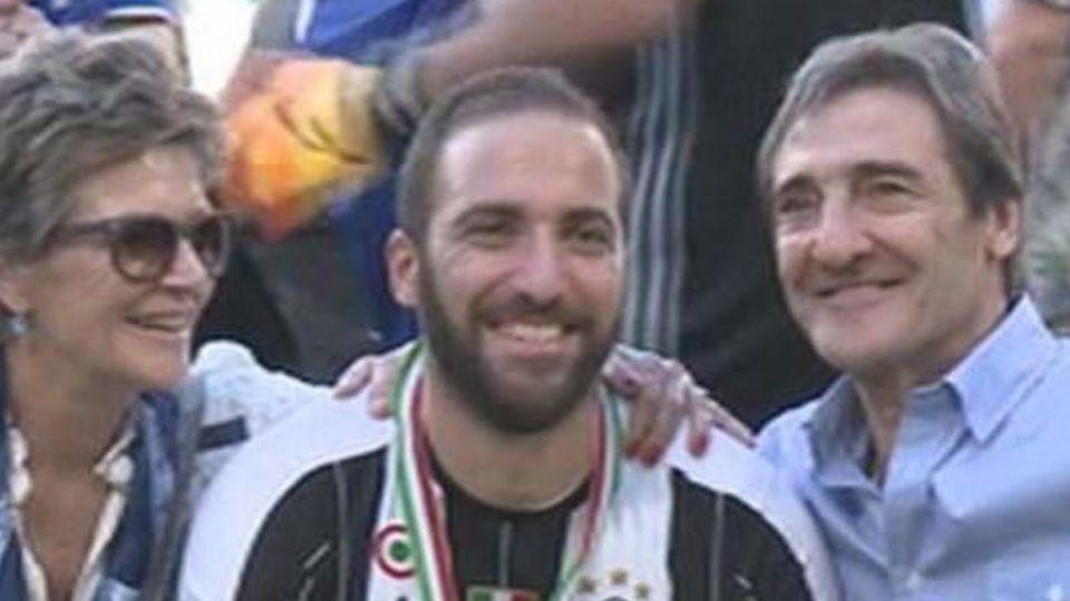 Gonzalo Higuaín dejó Italia y pasa la cuarentena con su familia en la Argentina