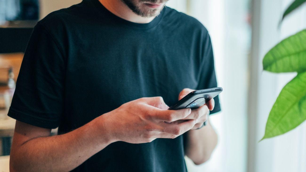 El sexting es el intercambio de contenido erótico a través de Internet.