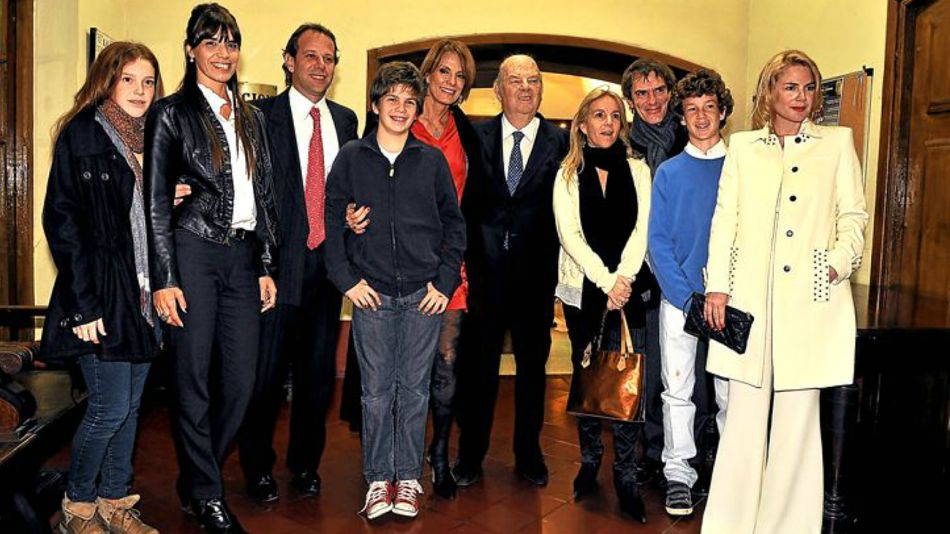 El doctor Bartolome Luis Mitre, junto a familiares en una foto de hace unos años.