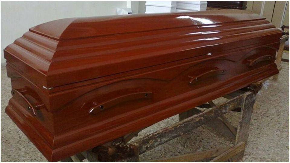 """La ciudad analiza comprar 2700 ataúdes y 1600 urnas funerarias para evitar """"cuello de botella""""."""