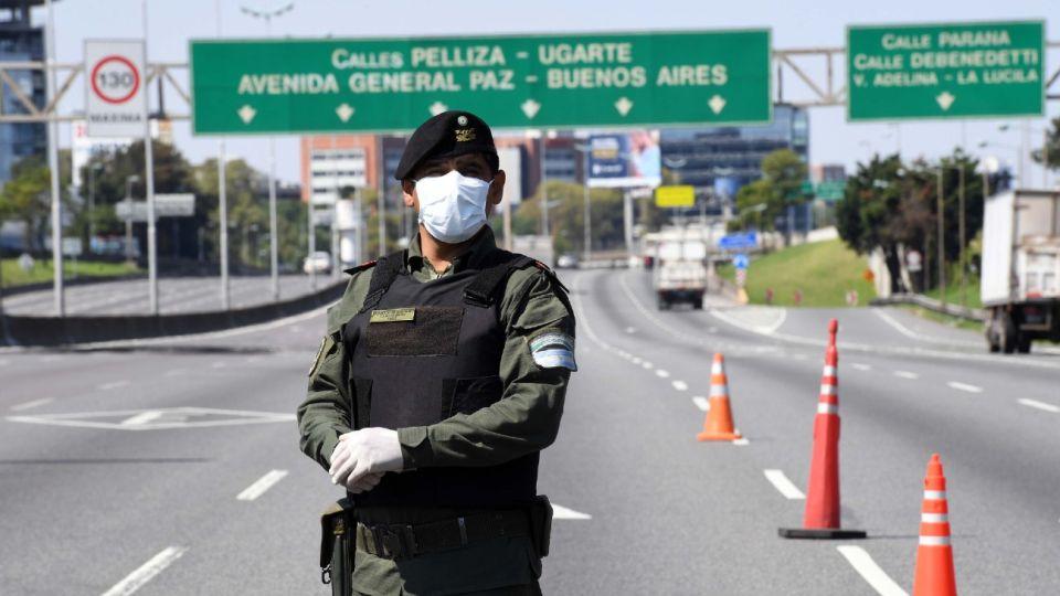 Las fuerzas de seguridad nacionales participan del control del aislamiento social obligatorio.