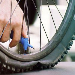 Las ruedas de la bicicleta siempre deben estar infladas.
