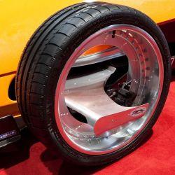 En 2003 Franco Sbarro volvió a sorprendernos con una rueda que integraba un motor de combustión interna.