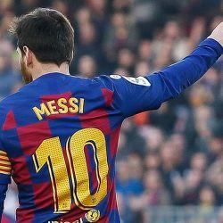 Barcelona anunció que reducirá sueldos de futbolitas y empleados del club