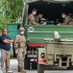 Militares reparten comida en Quilmes.   Foto:Juan Ferrari