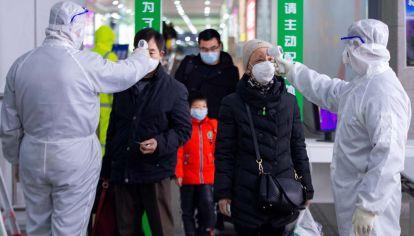 El primer caso de transmisión apareció en China en noviembre o diciembre dependiendo de la fuente