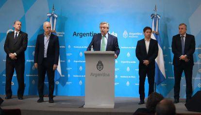 El presidente Alberto Fernandez habla luego de la reunion con gobernadores en la residencia de Olivos.