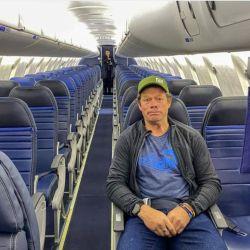 Peter McBride relata la experiencia de ser el único pasajero de regreso a su hogar en tiempos de Coronavirus.