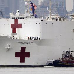 Hoy llegó a Nueva York el barco hospital USNS Comfort.