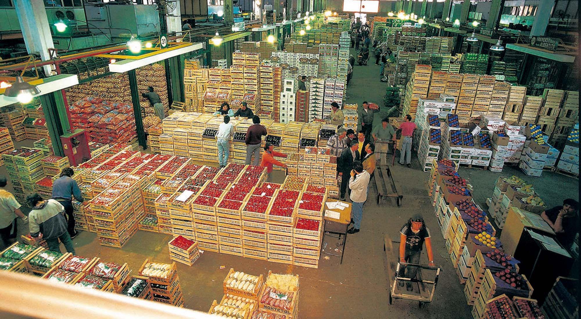 Coronavirus: murieron un trabajador del Mercado Central de 41 años y una mujer de 46 en Campana