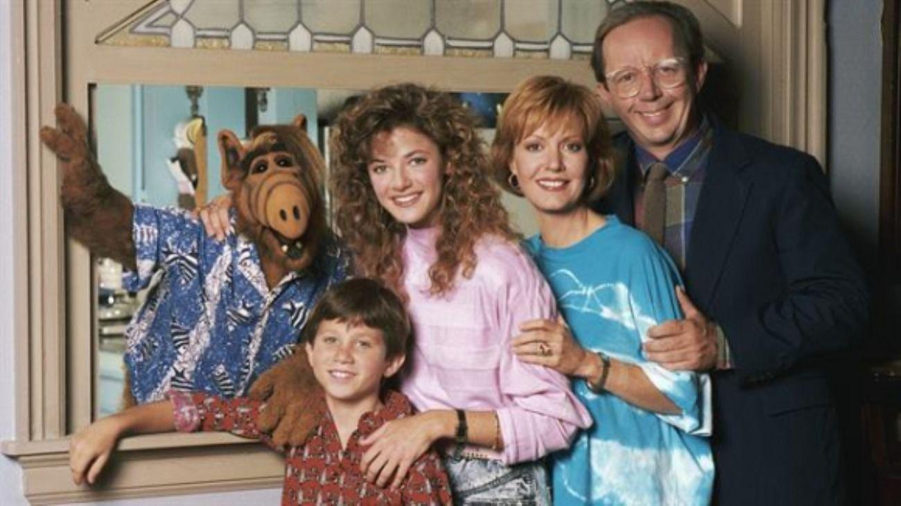 Alf junto a la familia Tanner.