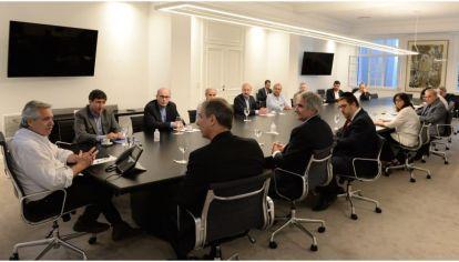 Alberto Fernández reunido con los impulsores del proyecto Seamos Uno.