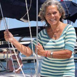 Esta mujer de 75 años hace una década decidió explorar el mundo arriba de su velero Shipping.