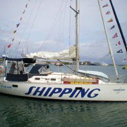 En Puerto Madero quedó amarrado su velero Shipping de 32 pies, un modelo Pandora 320 fabricado en 2005.