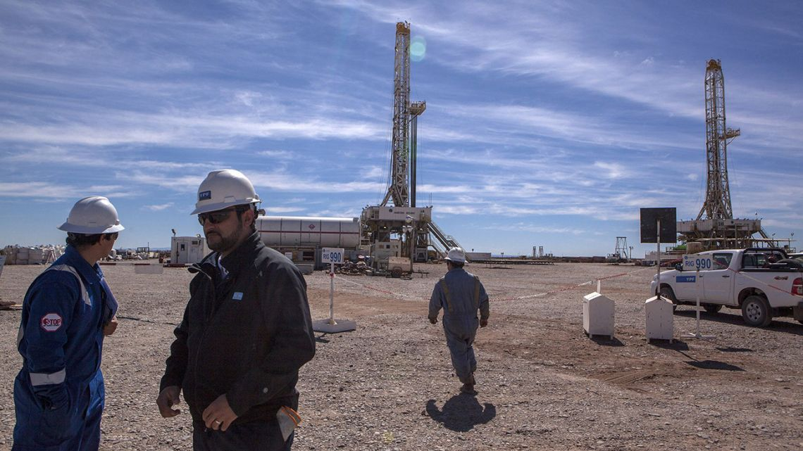 Workers pictured at a drilling rig at the Vaca Muerta shale formation.
