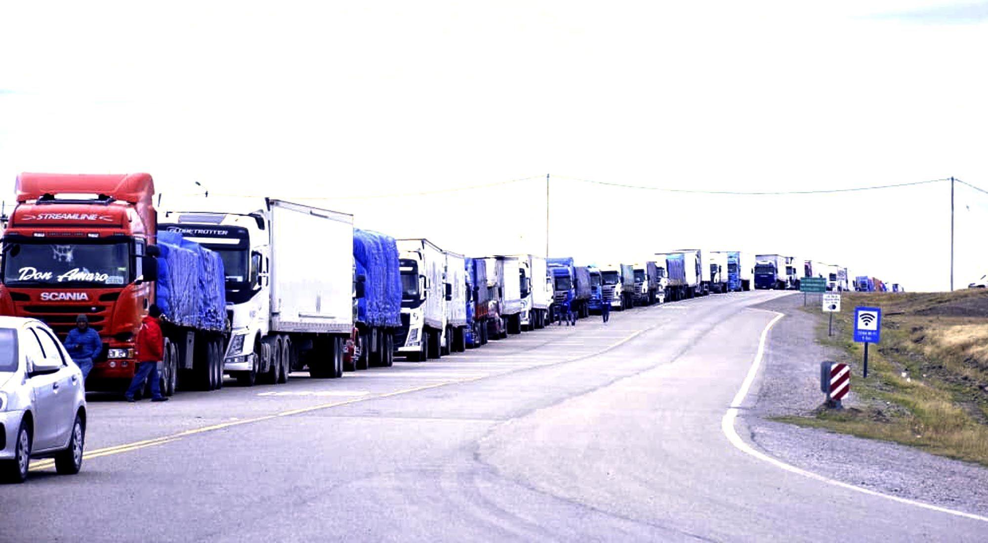 Camiones varados en Monte Aymod.