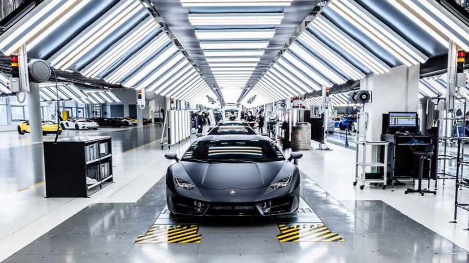 Lamborghini deja de fabricar autos para producir barbijos