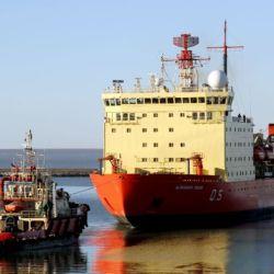 El rompehielos ARA Almirante Irízar, perteneciente a la Armada Argentina, fue construido en 1977 en los astilleros Wärtsilä, en Helsinki, Finlandia.