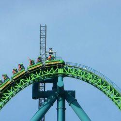 Kingda Ka de Six Flags tiene una torre situada a 139 metros de altura que se supera a una velocidad de más de 200 km/h.