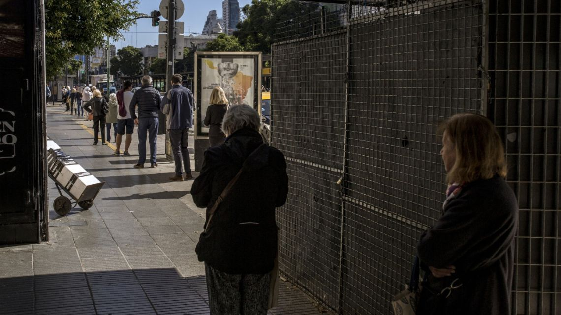 Argentines queue a block away from Banco de la Nación in Buenos Aires, Argentina, on Friday, April 3, 2020.