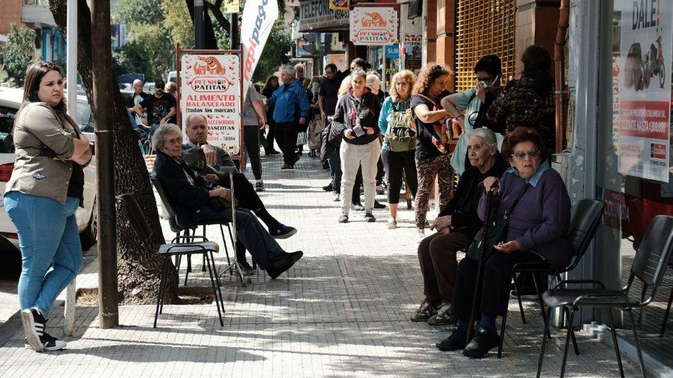 Imágenes de un día complicado para los jubilados y pensionados.