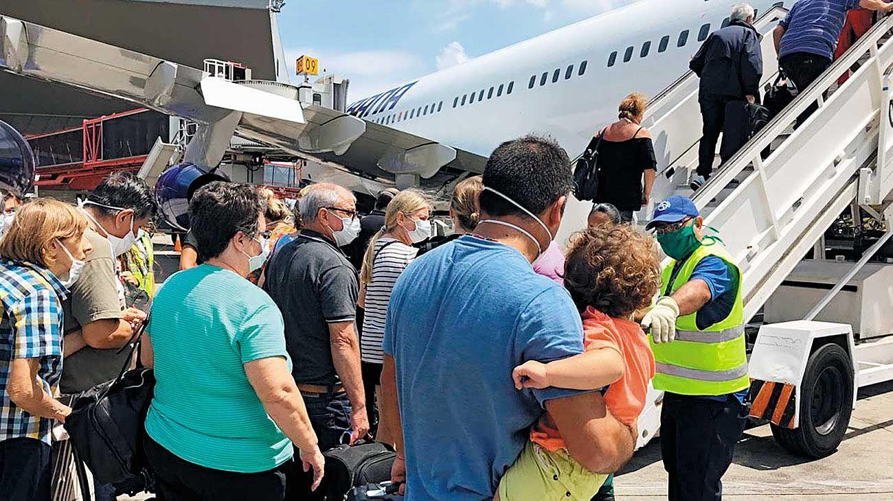 Cuba. Esta semana regresaron 300 argentinos. El avión volvió a la isla con medicamentos donados por laboratorios.