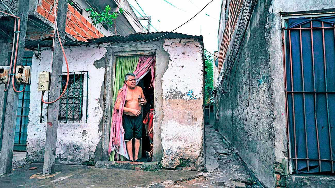 Hacinamiento. En las villas y asentamientos, las condiciones de vida facilitan la propagación de todo tipo de enfermedades.