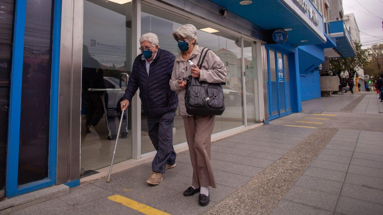 Los jubilados seguirán recibiendo aumentos por decreto.
