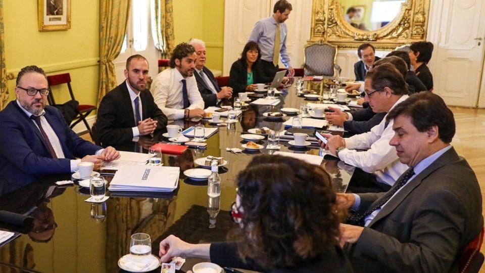 El Gabinete económico se reúne para debatir sobre el coronavirus y el aislamiento.