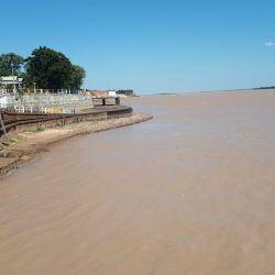 Así se ve el río Paraná a la altura de la localidad correntina de Bella Vista.