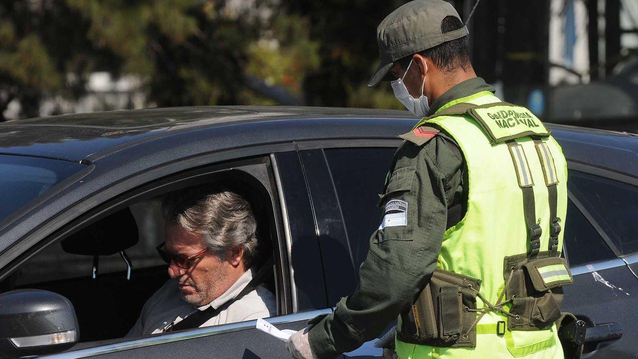 Vistas de la Cuarentena por Coronavirus, controles policiales gente con barbijos   Foto:Sergio Piemonte