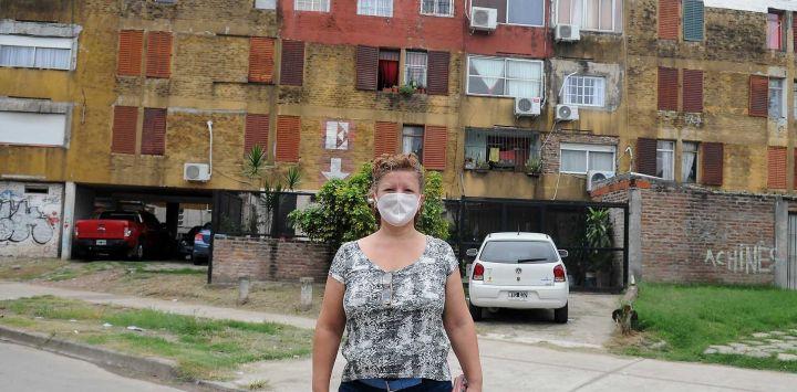 Vistas de la Cuarentena por Coronavirus, controles policiales gente con barbijos