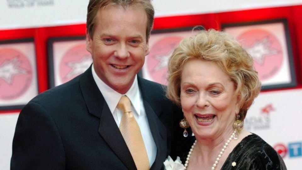 Falleció Shirley Douglas, madre de Kiefer Sutherland