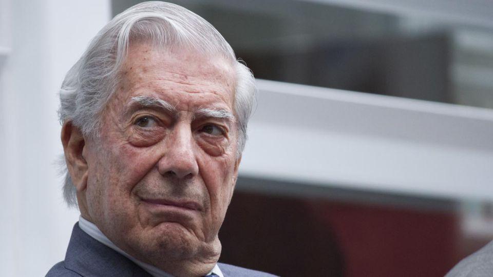 Mario Vargas Llosa (Arequipa, 1936), escritor y político peruano nacionalizado español en 1993.