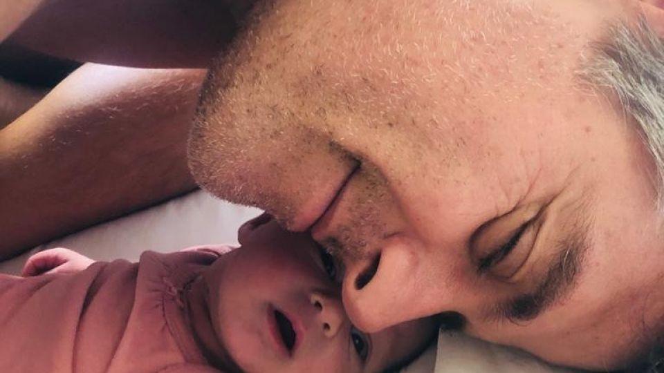 Mike Amigorena y su pareja presentaron oficialmente a Miel, su hija