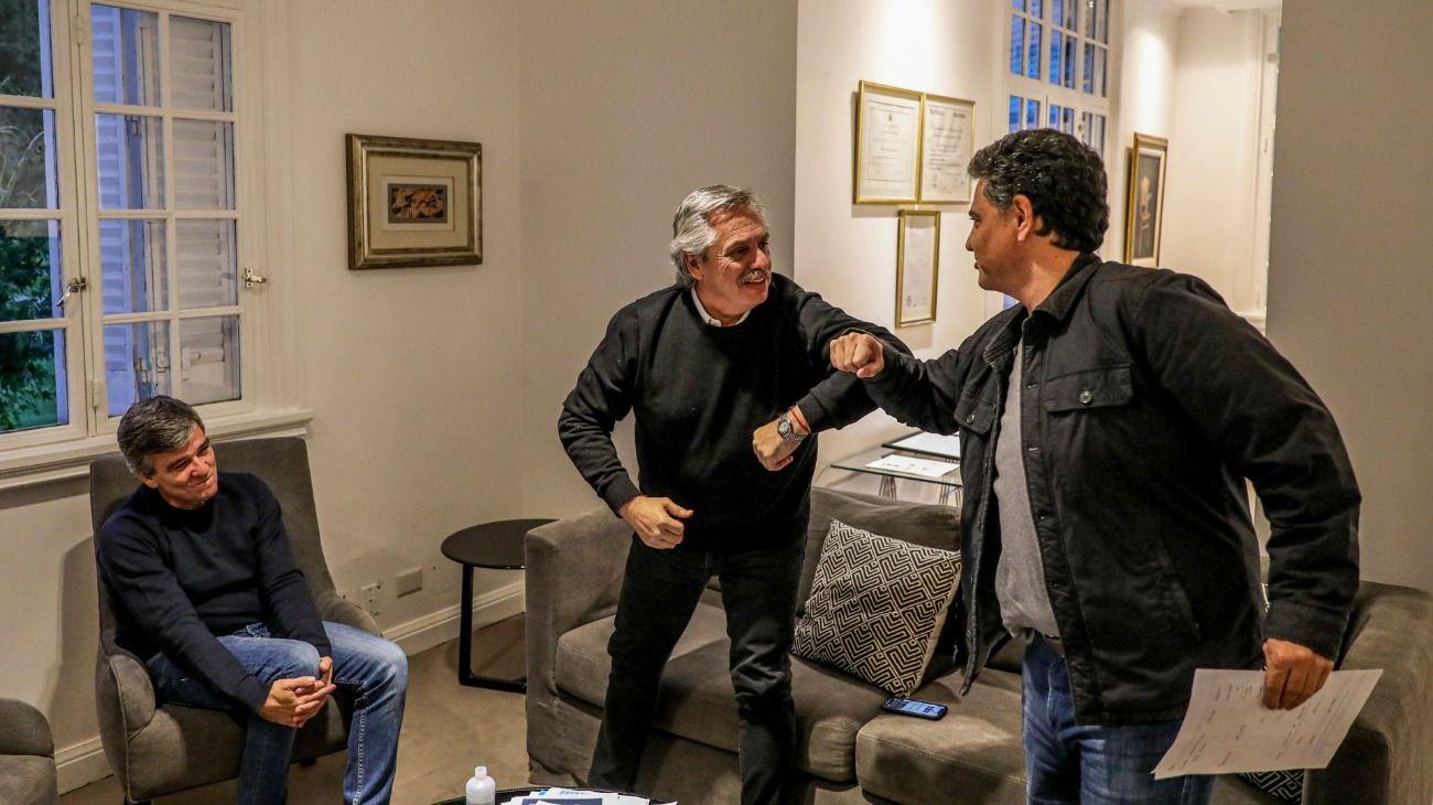 Alberto Fernández recibió en Olivos a los intendentes de Hurlingham, Juan Zabaleta, y de Vicente López, Jorge Macri, y se saludó con el codo con el jefe comunal opositor.