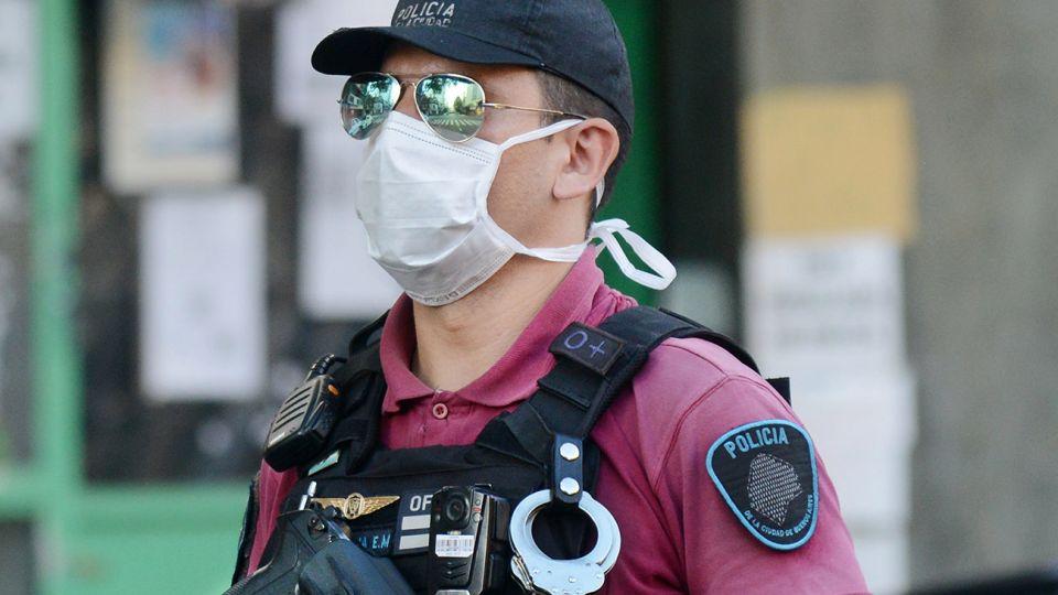 Distintos looks de barbijos y mascaras para prevenir el coronavirus