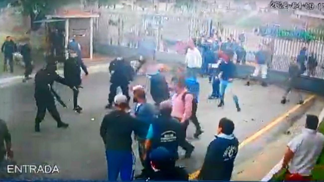 Así fue la protesta y represión en el frigorífico Penta de Quilmes.