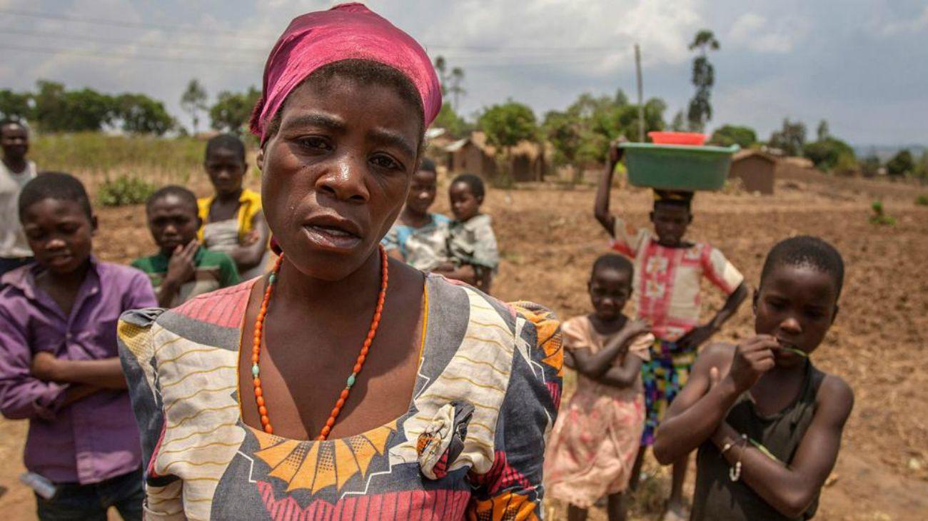 La creencia en la brujería está muy extendida en las zonas rurales de Malawi, uno de los países más pobres del mundo, donde trabajan muchas agencias de ayuda y ONG.Una ola de violencia vigilante vinculada a los rumores de un vampiro también estalló en Malawi en 2002 y en 2017.