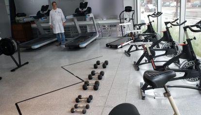 SportClub llevó cintas, bicicletas y remos de agua al Hospital Central de San Isidro.