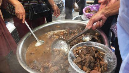 Se estima que 10 millones de perros se matan en China cada año para el consumo de su carne, miles de los cuales son faenados durante la fiesta de la carne de la ciudad de Yulin.