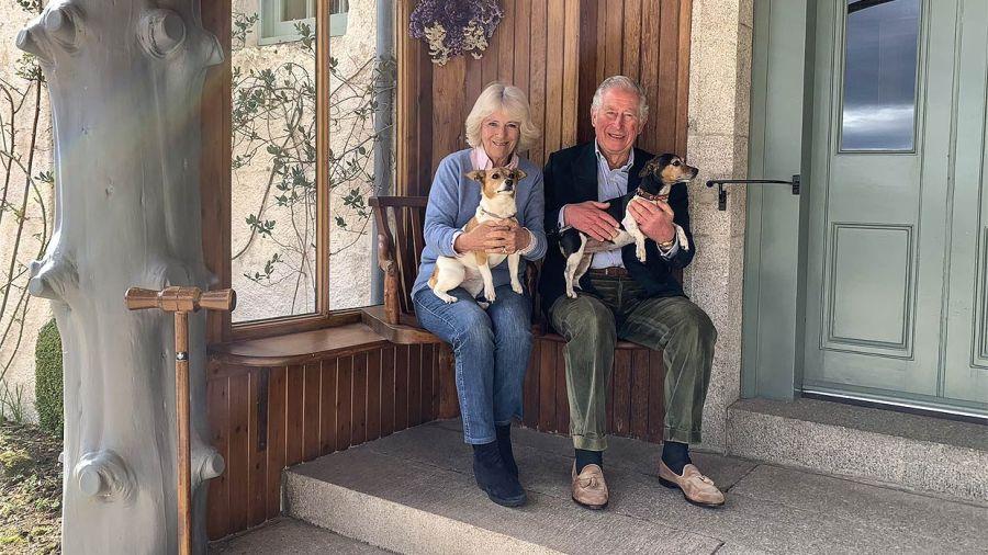 Tras recuperarse de COVID-19, el Príncipe Carlos celebró 15 años de amor con Camilla Parker Bowles