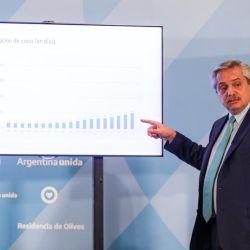 El presidente mostró cómo la incidencia de contagios en la Argentina se mantiene estable.    Foto:Presidencia de la Nación