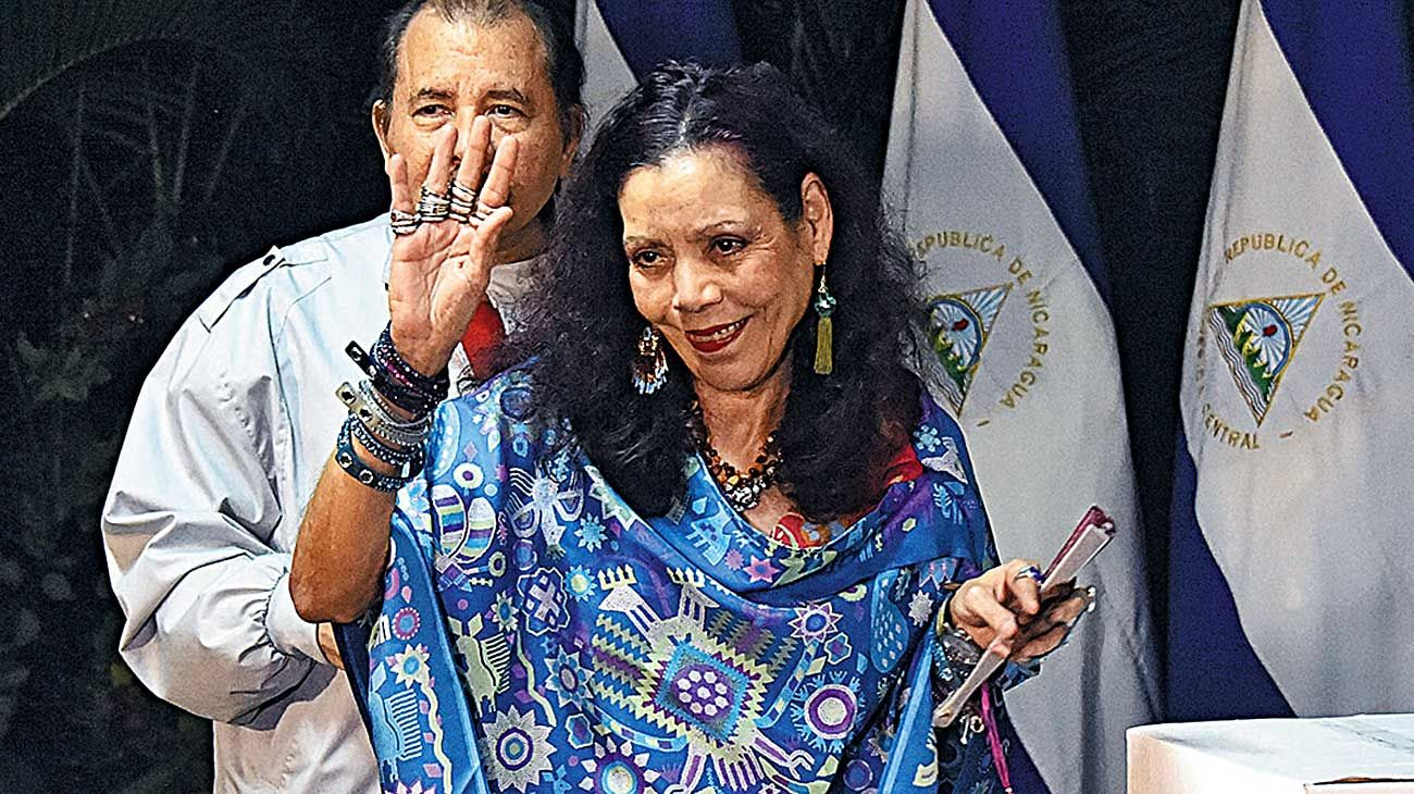Nicaragua. La vicepresidenta Rosario Murillo, cubierta de anillos y brazaletes.
