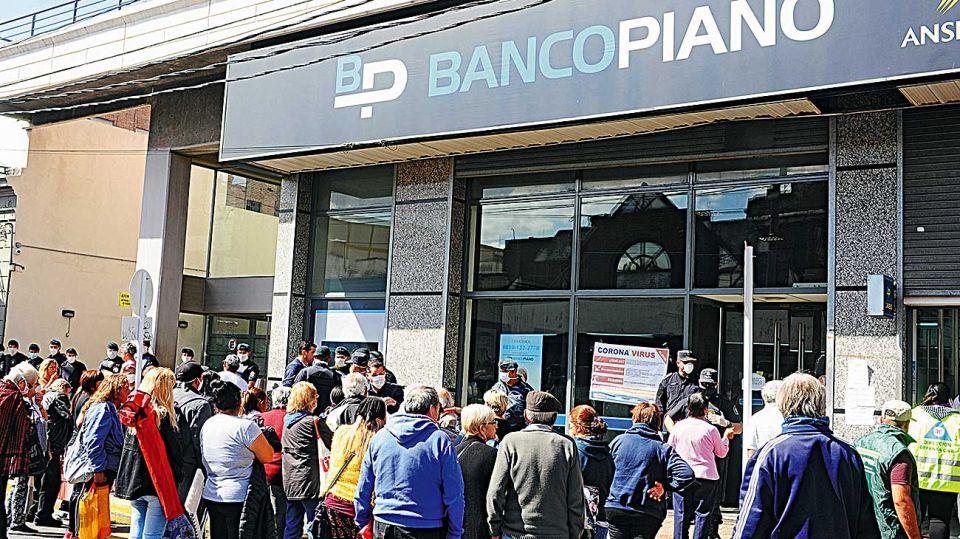 20200411_banco_filas_cedoc_g