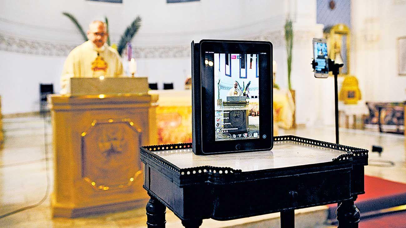 En vivo. Diferentes iglesias católicas transmiten las misas por Instagram y canales de Youtube.