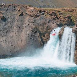 La cascada El Yeso es el salto ideal para los kayakistas extremos que se arrojan al vacio.