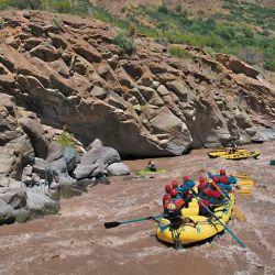 El rafting permite combinar deporte y contemplación del paisaje.